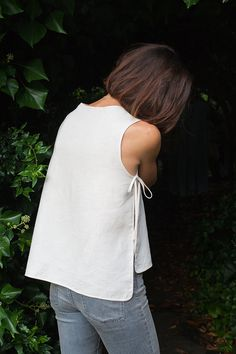 Sewing Top sewing pattern for linen apron blouse Sewing Blouses, Sewing Shirts, Sewing Aprons, Sewing Coat, Sewing Pants, Tank Top Tutorial, Shirt Tutorial, Apron Tutorial, Tutorial Sewing