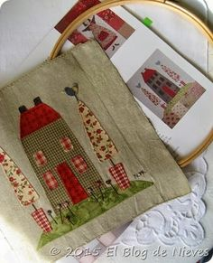 Una casa entre árboles... Otro bloque más para mi Red Home Natalie Bird Patchwork Quilting applique