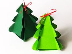 Tannenbaum aus Papier mit ausdruckbarer Vorlage und Schritt für Schritt-Anleitung - gefunden auf basteln-gestalten.de
