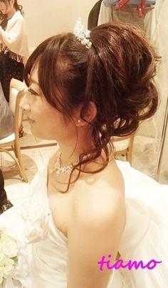ティアラ×カールアップ♪笑顔がステキな花嫁さま の画像|大人可愛いブライダルヘアメイク『tiamo』の結婚カタログ Girls Dresses, Flower Girl Dresses, Bride, Wedding Dresses, Hair, Weddings, Fashion, Bridal Hairstyles, Boyfriends