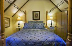 Pierpont Inn - Rose Garden Cottage bedroom.  Ventura.  Photographer: Craig Owens.  Copyright: Sad Hill LLC.
