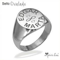 Anillo SELLO OVALADO de plata de ley  grabado personalizado de iniciales, nombres y dibujos. Regalos originales y personalizados. #joyasquehablandeti #anillos #miplatafina