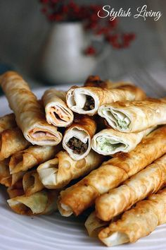 Zigarrenböreks with three fillings - Turkish Recipes Easy I Love Food, Good Food, Yummy Food, Appetizer Recipes, Snack Recipes, Cooking Recipes, Vegetarian Appetizers, Snacks Für Party, Turkish Recipes