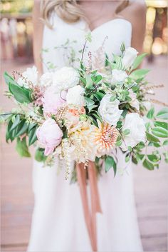 Bridal Session Pose Ideas #bridalsession @weddingchicks