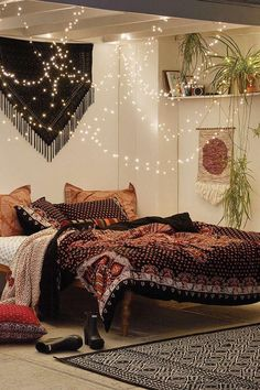 Bohemian Bedroom Decor Ideas - Intend to add funky panache to your bed room? Consider utilizing bohemian, or boho, layout inspiration in your following bedroom redesign. #bohemianbedroomdecor #bohemianbedroomideas #bohemianhomeaccents