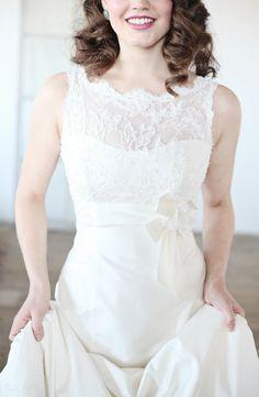 dress details lace bow