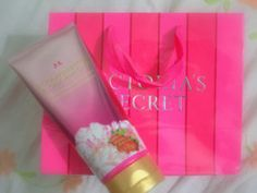 Victoria's Secret Strawberries & Champagne Ultra-moisturizing Hand and Body Cream #ProductReview