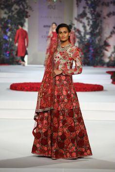 #ICW #ICW2015 #fdci #sunar #VarunBahl #designercouture #detailtherapy #weheartit #exquisite #saree #bridal #indianfashion #elegant #collection #wedding #rose #fleur #elegant #red #lehenga