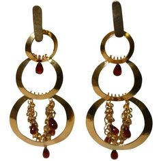 Vintage Herve Van Der Straeten Hammered Gold And Garnet Statement Clip... ($495) ❤ liked on Polyvore featuring jewelry, earrings, multiple, vintage clip earrings, clip earrings, vintage jewelry, clear earrings and yellow gold earrings