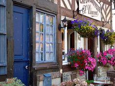 I love Normandie. Region Normandie, Normandie France, Cozy Cottage, Cozy House, Great Places, Beautiful Places, Beaux Villages, Winding Road, Normandy