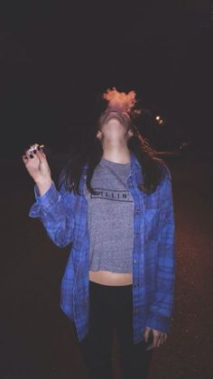 Find images and videos about girl, black and grunge on We Heart It - the app to get lost in what you love. Friend Poses Photography, Teen Girl Photography, Cute Photography, Hipster Blog, Hipster Girls, Sister Photos, Girl Photos, Cigarette Girl, Hippie Style Clothing