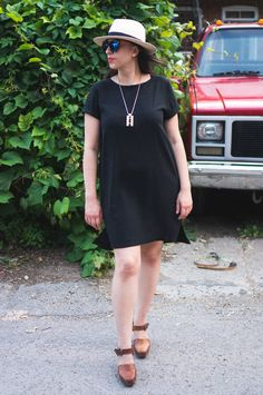 Named Inari Tee Dress Pattern // Black linen // Closet Case Files