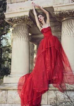 lady in red Elie Saab, Red Wedding Dresses, Wedding Gowns, Red Gowns, Glamour, Trends, Shades Of Red, 50 Shades, Mode Outfits