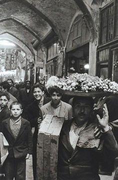 Dans le bazar de Téhéran en 1959 Photographie de Inge Morath (1923-2002)