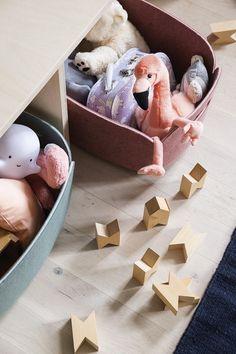 Bolig Magasinets stylist tryller legetøjskaos til rummelig stue | Boligmagasinet.dk Farrow Ball, Stylist, Feng Shui, Toy Chest, Storage Chest, Baby Kids, Toddler Bed, Branding, Interior