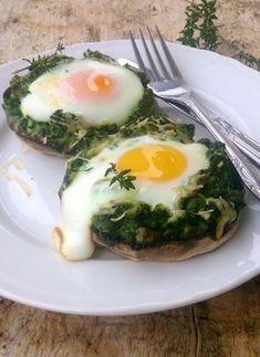 Pieczarki, szpinak i jajko to idealne połączenie, w sam raz na sobotnie śniadanie.