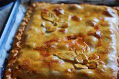 Empanada de zamburiñas con chorizo.   Cuchillito y Tenedor