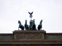 Quadriga sculpture on top of the gate Brandenburg Gate, Statue Of Liberty, Batman, Sculpture, Superhero, World, Painting, Travel, Fictional Characters