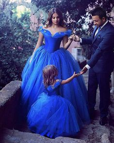 Royal Blue Princess Wedding Flower Girl Dresses Puffy Tutu Off Shoulder Sparkly Crystals 2017 Toddler Little Girls Pageant Communion Dress - Anziehsachen Beauty - Wedding Flower Girl Dresses, Lace Flower Girls, Little Girl Dresses, Girls Dresses, Bridal Dresses, Wedding Dress, Pageant Dresses, Ball Dresses, Robes Quinceanera