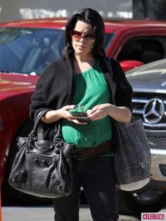 Neve Campbell is pregnant with her first child! http://bit.ly/wmqwrL