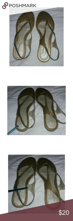 ??Sandals Flat Beautiful flat sandals in golden tone. Super comfortable and ideal to look now in the summer ???????? Unisa Shoes Sandals