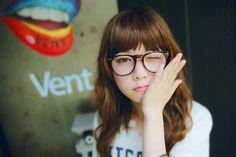 眼鏡のときもキュートな私♡オルチャンめがねに似合うヘアメイク方法|MERY [メリー]