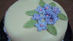 Queque de flores y mariposas