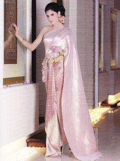 """Thai Wedding Tradition. เรียบหรู กับ""""ชุดแต่งงานแบบไทย"""" สวย สง่างาม! - แฟชั่นแต่งงาน - ชุดแต่งงานไทย - นิตยสาร i Do - P House Wedding - Amata Wedding - ชุดเจ้าสาว - ชุดไทย"""
