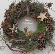 "Kranz ""Reh im Moos"" – saxophone Cabin Christmas, Woodland Christmas, Christmas Mood, Christmas Crafts, Outdoor Christmas Decorations, Christmas Centerpieces, Christmas Wonderland, Natural Christmas, Holiday Wreaths"