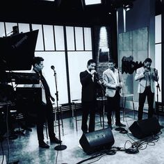 Good morning Friday! Many people here don't have to go to work today because of the holiday yesterday so like me I hope you're one of the lucky ones! Found this picture of @ildivo_official preparing to perform at People Now in 2016 which was originally shared by @robertmorrisonstylist thanks! A bit of behind the scenes is always lovely. Have a great day! @elaynalisa x @sebdivo @divodavidmiller @carlosmarinildivo @ildivours #photooftheday #sebsoloalbum #teamseb #sebdivo #sifcofficial…