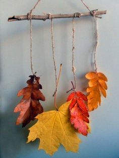 Make autumn decorations with children - 42 very simple and original DIY projects- Herbstdeko basteln mit Kindern – 42 ganz einfache und originelle DIY-Projekte Fall decorations tinker wall decorations - Autumn Crafts, Nature Crafts, Fall Leaves Crafts, Fall Home Decor, Autumn Home, Decoration Creche, Diy And Crafts, Crafts For Kids, Leaf Crafts