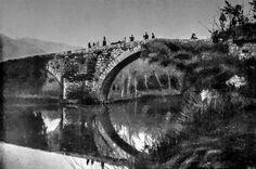 Boa noite :D Fotografia antiga da Ponte de Vilela em Arcos de. Imagem partilhada por Rui Pereira - http://ift.tt/1LqFMqf  (A imagem foi digitalmente tratada de forma a tentar recuperar o que se foi perdendo ao longo dos anos)
