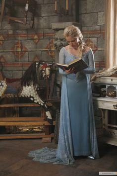 Elsa, reading (OUAT)