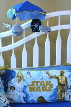 If you want to bring up your little Padawan in style, you might consider decking out the nursery in Star Wars, like this one featured on Oh Dee Doh. It looks like someone had some serious fun with a Pottery Barn Star Wars sheet set. The mobile is GENIUS. Star Wars Baby, Star Wars Kindergarten, Star Wars Nursery, Geek Nursery, Look Star, Parenting Done Right, Cute Stars, The Force Is Strong, Geek Girls