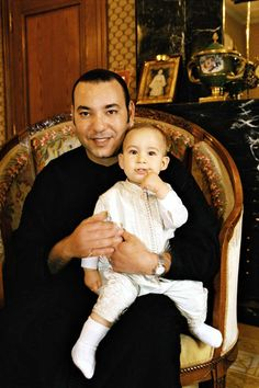 Le roi Mohammed 6 et son fils moulay El Hassan. King Mohammed and his son Moulay El Hassan.