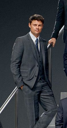 From Tumblr - Karl Urban showing how suits really should be worn. ;-)