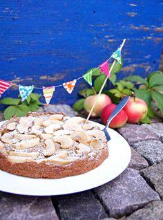 Heute bekommt Ihr das Ergebnis eines Experiments zu sehen: Und zwar habe ich ich mich an einen Kuchen vonKathrin vonbackenmachtglücklichgewagt, der mit Kichererbsen anstatt Mehl gebacken wird. Ic…