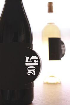 Etichette con annata per bottiglie di vino, sempre aggiornate. Scarica e stampa gratis dal nostro sito