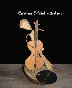 """sculpture de papier unique faite à la main appelée """"A la contrebasse"""" : Sculptures, gravures, statues par etlabobinettecherra"""