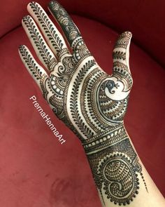 Gorgeous Indian mehndi designs for hands this wedding season Indian Henna Designs, Floral Henna Designs, Henna Tattoo Designs Simple, Latest Bridal Mehndi Designs, Full Hand Mehndi Designs, Mehndi Designs 2018, Henna Art Designs, Mehndi Designs For Girls, Wedding Mehndi Designs