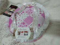 Caja redonda de 22 cm x 10 cm de altura !!! Toda una paqueteria!!! #promocionesjuliomiscositas #miscositas #regalos
