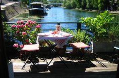 HOUSEBOAT ON SEINE in PARIS LEVALLOIS, France | B&B Rental