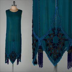 Antique Turquoise Teal Silk Crepe Beaded Flapper Gatsby Dress M Art Deco Fashion, Retro Fashion, Vintage Fashion, Fashion Design, Victorian Fashion, Fashion Fashion, Gatsby Dress, 1920s Dress, Flapper Style
