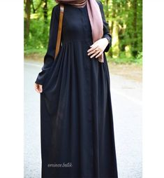 Abaya Fashion, Muslim Fashion, Modest Fashion, Fashion Dresses, Hijab Dress, Hijab Outfit, Modest Dresses, Nice Dresses, Modele Hijab