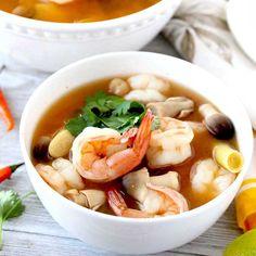 Thai Hot And Sour Soup, Thai Tom Yum Soup, Thai Soup, Coconut Soup Recipes, Coconut Curry Soup, Seafood Recipes, Dinner Recipes, Fish Recipes, Dinner Ideas
