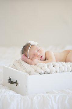 Newborn girl photo session, home sweet home.