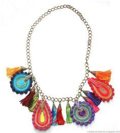 Moda ve Buenos Aires Trendler Textile Jewelry, Fabric Jewelry, Jewelry Art, Jewelry Necklaces, Jewelry Design, Fabric Necklace, Crochet Necklace, Crochet Accessories, Jewelry Accessories