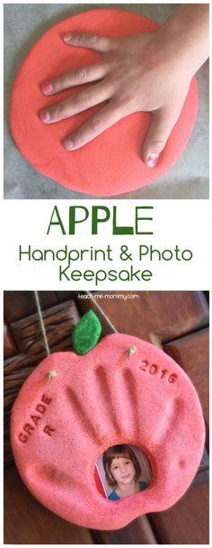 Apple Handprint & Photo Keepsake Fall Preschool, Preschool Themes, Preschool Crafts, Preschool First Day, Preschool Apples, Apple Activities, Autumn Activities, September Crafts, January