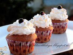 Reteta culinara Cupcakes cu frosting de mascarpone din categoria Prajituri. Cum sa faci Cupcakes cu frosting de mascarpone
