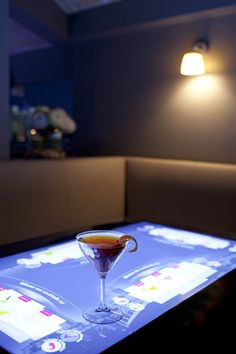Touch'In Paris, new Hitech Bar : order your cocktail and menu with touch table #Paris